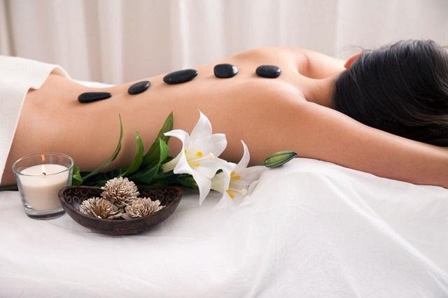 Phương pháp massage đá nóng tại Trung tâm Da liễu Đông y Việt Nam