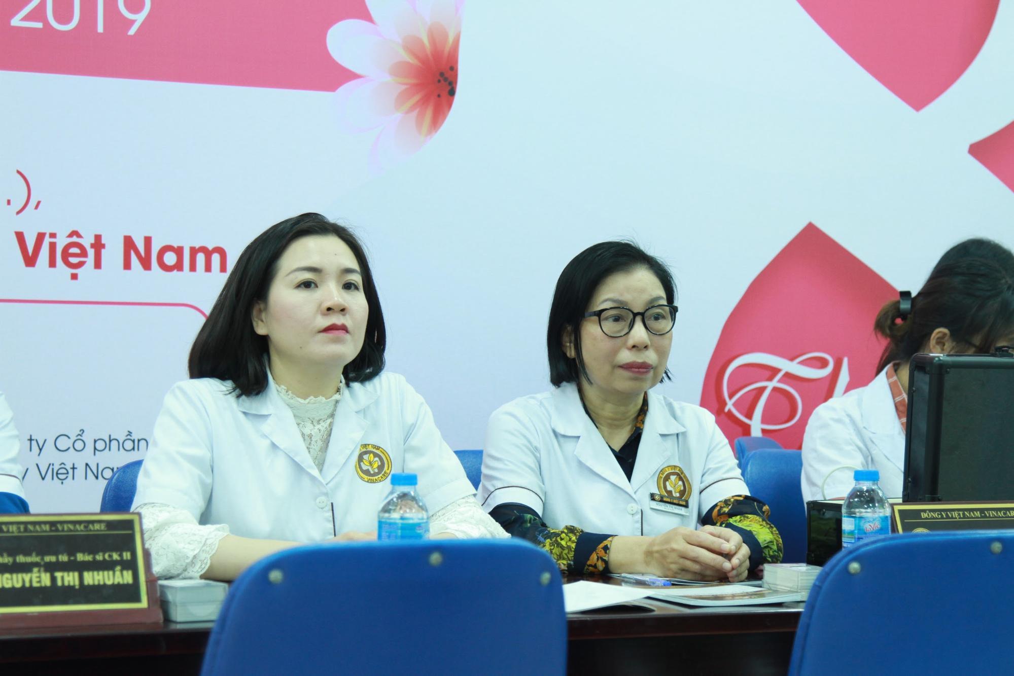Thạc sĩ, bác sĩ Nguyễn Thị Phượng và bác sĩ Nguyễn Thị Nhặn, trưởng khoa da liễu đông y Việt Nam
