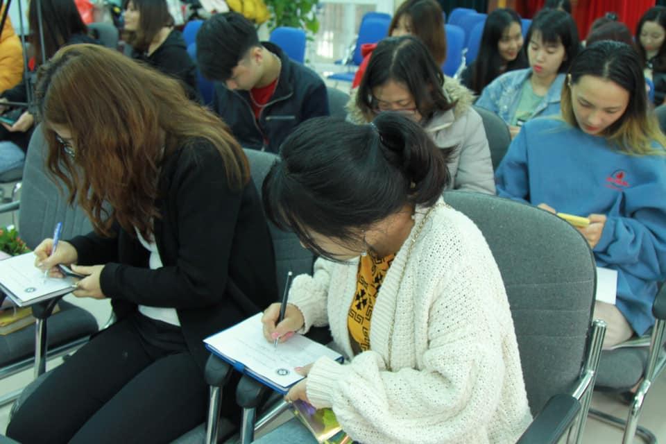 Công ty CP Nghiên cứu Da liễu Đông y Việt Nam đồng hành cùng sinh viên trong sự kiện Vì vẻ đẹp của một nửa thế giới 1