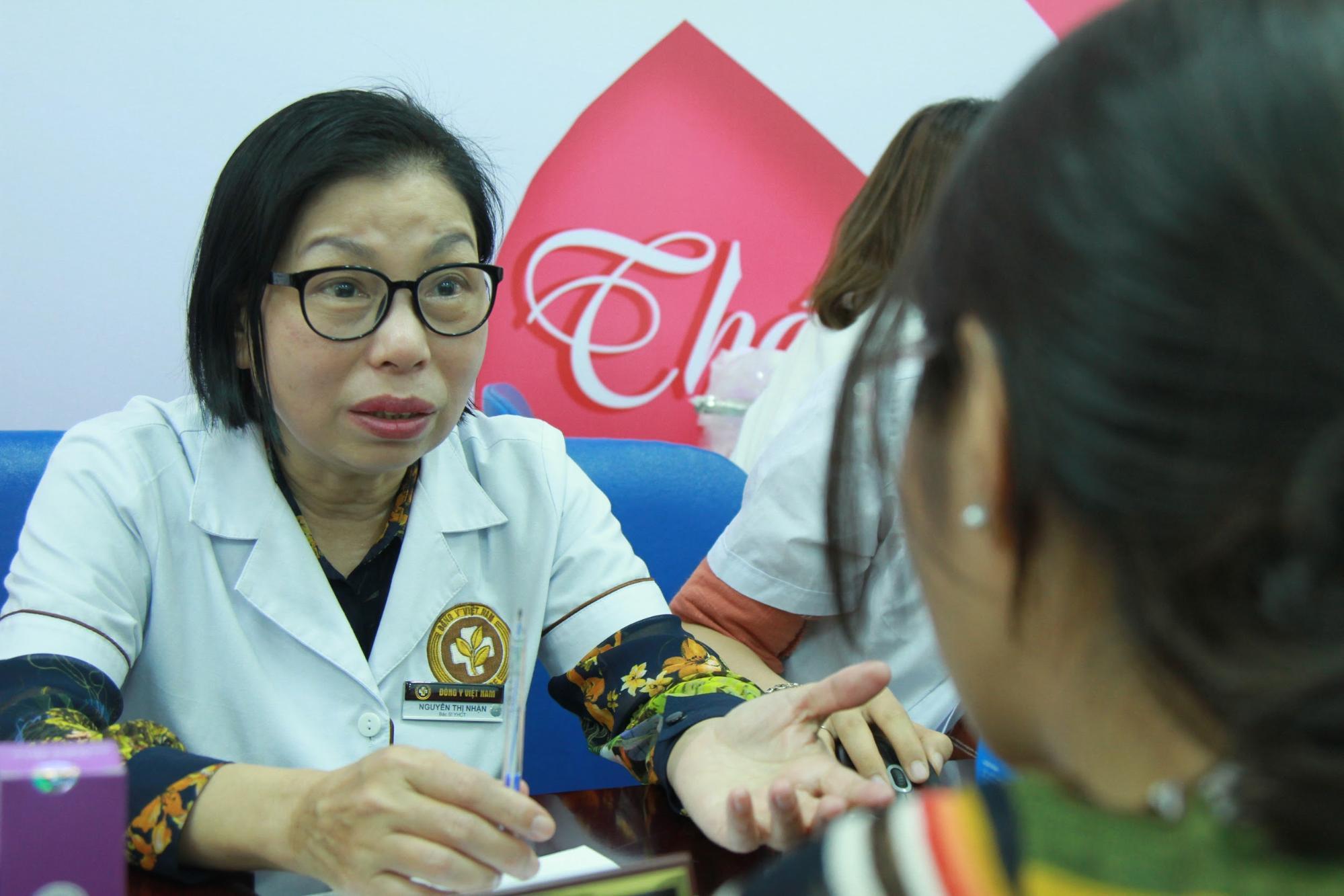 Bác sĩ Nguyễn Thị Nhặn tư vấn về tình trạng nám da
