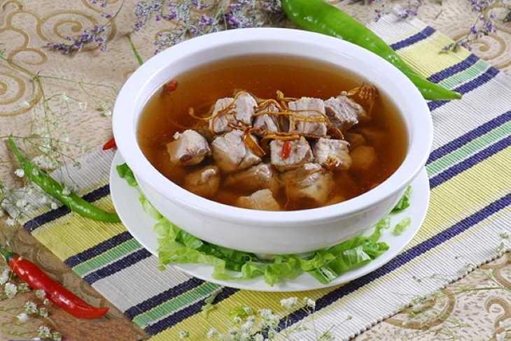 Món ăn từ đông trùng hạ thảo với thịt heo giúp điều trị chứng xanh xao, mệt mỏi