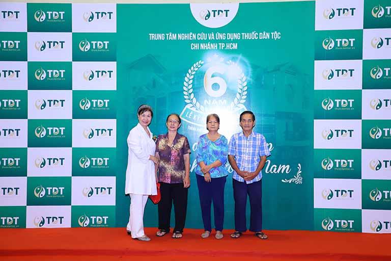 Bác sĩ Phương Mai và bệnh nhân tại sự kiện