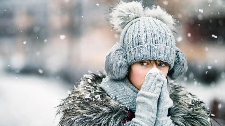 Thời tiết lạnh và khô hanh là một trong những nguyên nhân gây bệnh á sừng