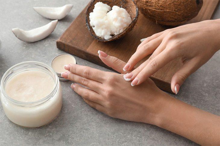 Dầu dừa có tác dụng làm mềm và dưỡng ẩm cho da