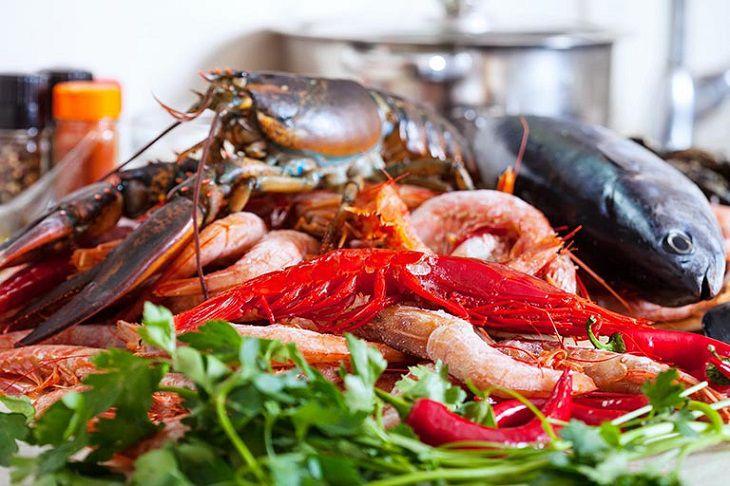 Người bệnh á sừng kiêng ăn hải sản và các thực phẩm gây dị ứng
