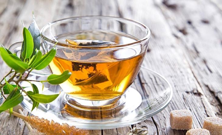 Uống nước lá đinh lăng và huyết dụ để chữa á sừng