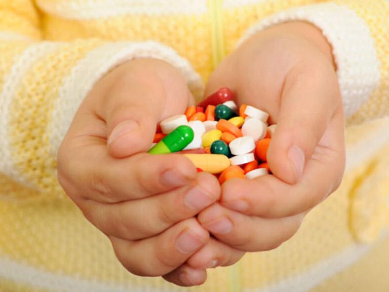 Hết sức lưu ý khi sử dụng thuốc Tây chữa mề đay ở trẻ nhỏ