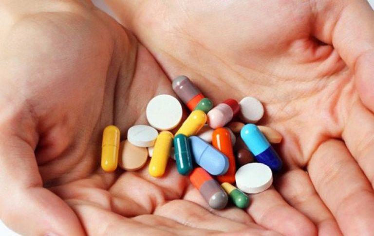Chữa nổi mẩn đỏ ngứa ở lưng bằng thuốc Tây yđem lại hiệu quả nhanh chóng nhưng gây ra nhiều tác dụng phụ