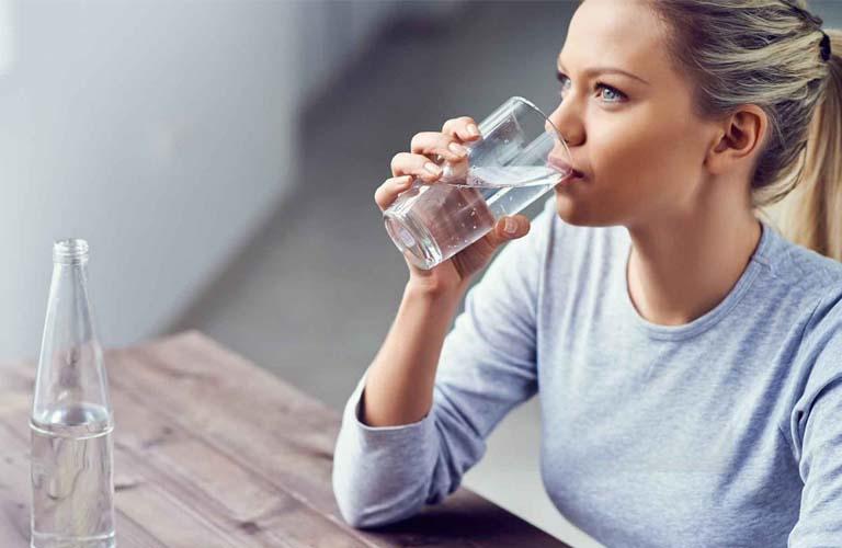 Cung cấp đầy đủ nước cho cơ thể giúp cải thiện hoặc phòng chống nổi mày đay