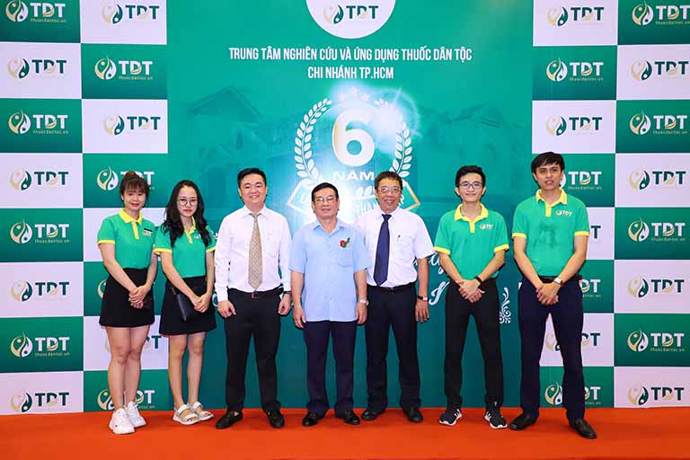 Đội ngũ chuyên gia, BS cả hai miền đều tham dự chúc mừng Thuốc dân tộc cơ sở 145 Hoa Lan