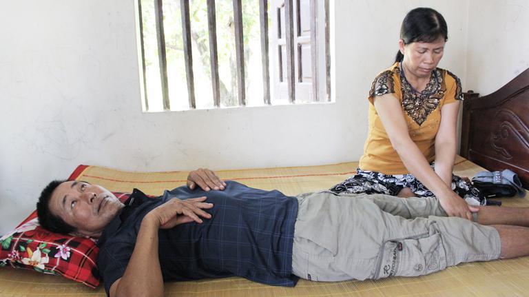 Căn bệnh thoát vị đĩa đệm đã khiến chú Đăng bị bại liệt, chân không thể đi lại