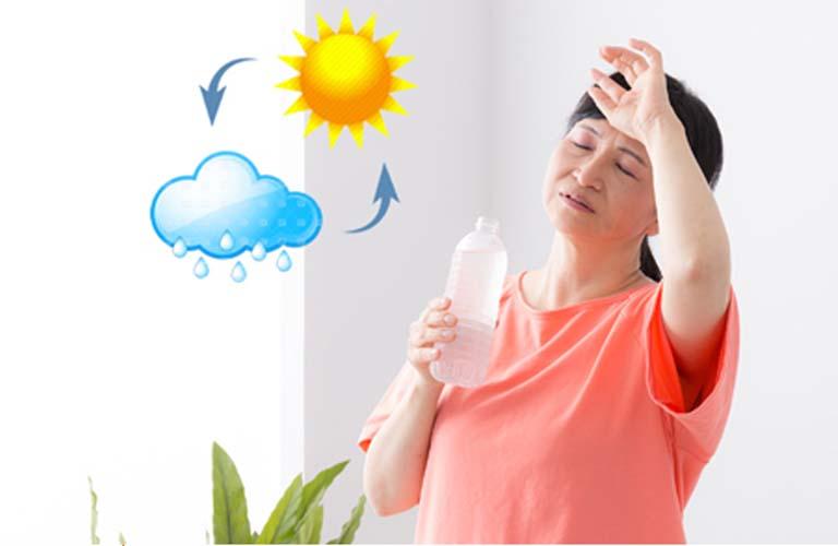 Thời tiết thay đổi từ nóng sang lạnh hoặc từ lạnh sang nóng có thể gây nổi mề đay