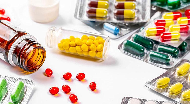 Khi sử dụng thuốc Tây trị mẩn ngứa toàn thân cần chú ý tác dụng phụ