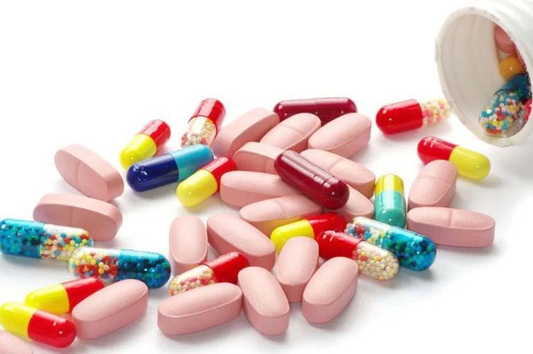 Sử dụng thuốc Tây y để điều trị các triệu chứng của bệnh nổi mề đay