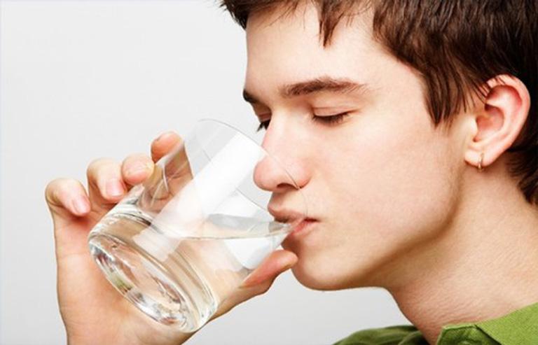 Hãy uống thật nhiều nước để thanh lọc cơ thể