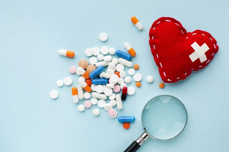 Người bệnh cần rất thận trọng khi sử dụng thuốc Tây y để chữa mẩn đỏ ngứa ở cổ