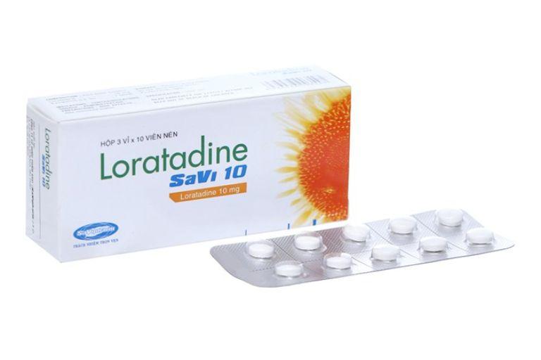 Loratadine có công dụng điều trị viêm mũi kết mạc dị ứng, mề đay,....