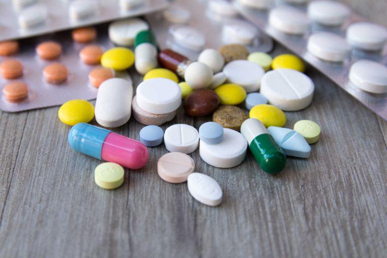 Cha mẹ cần lưu ý khi sử dụng thuốc Tây y vì có thể gây nhiều tác dụng phụ