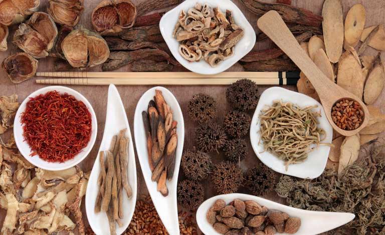 Nguyên liệu hoàn toàn từ tự nhiên nên thuốc Đông y rất an toàn và phù hợp với da nhạy cảm