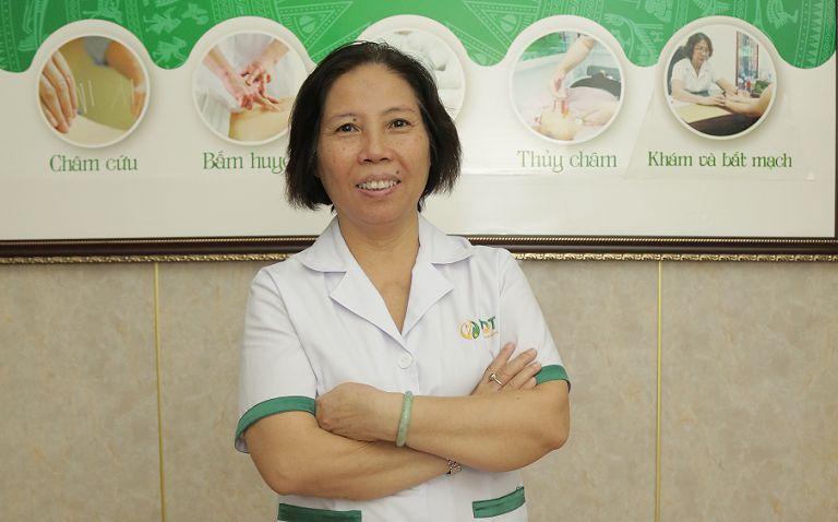 Bác sĩ Doãn Hồng Phương luôn dành mọi tâm huyết với nghề y