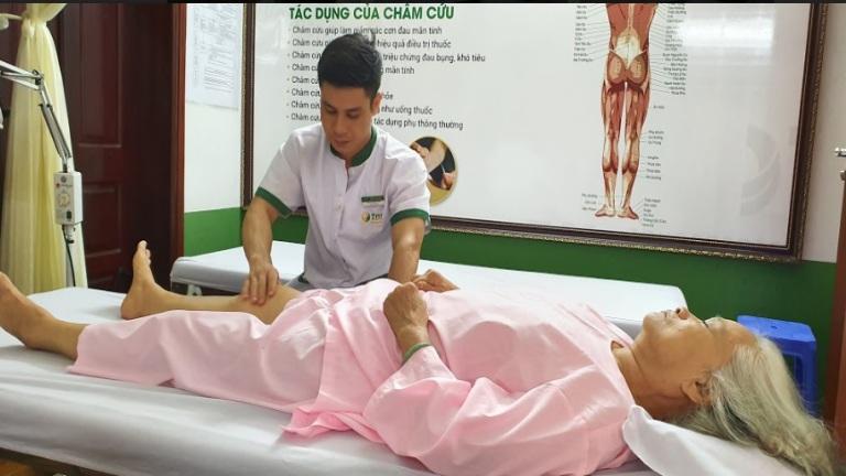 Hình ảnh bệnh nhân đang trị liệu tại Đông phương Y pháp