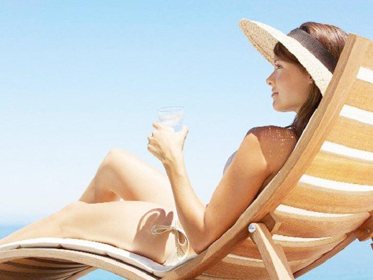Nên tắm nắng để cải thiện da bị vảy nến