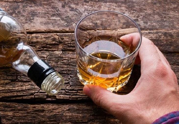Đồ uống chứa chất kích không tốt cho bệnh nhân vảy nến