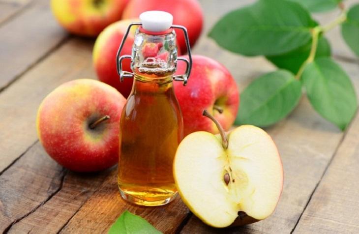 Giấm táo - Cách làm sạch vảy nến ở da đầu hiệu quả
