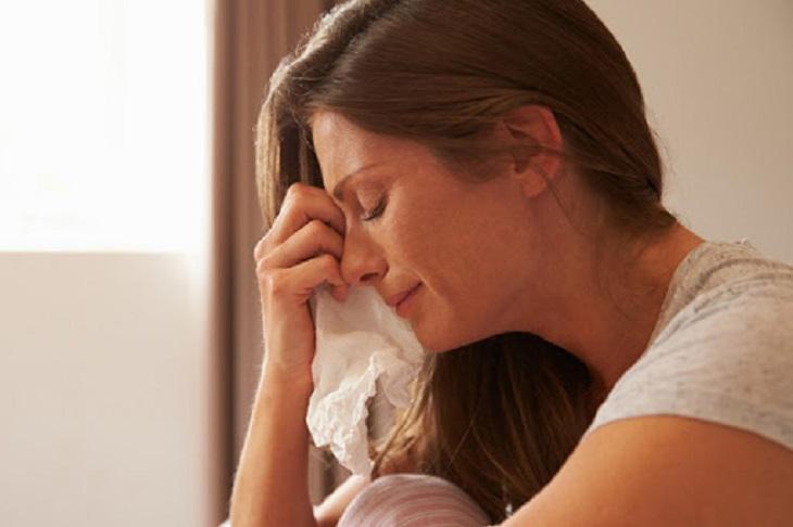 Thay đổi nội tiết, tâm trạng bất ổn dễ mắc bệnh vẩy nến da đầu