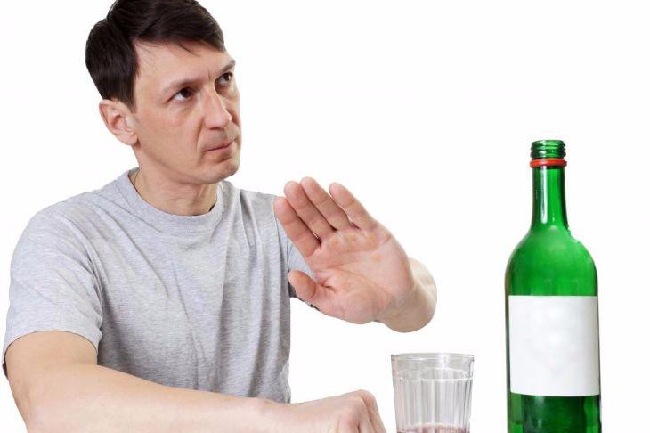 Muốn cải thiện sinh lý nam giới cần nói không với rượu bia, thuốc lá