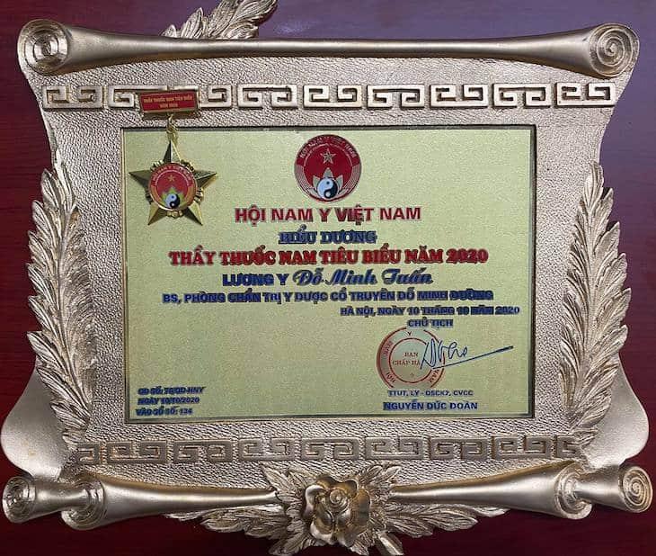 """Giải thưởng """"Thầy thuốc Nam tiêu biểu"""" năm 2020 được trao tặng cho lương y Đỗ Minh Tuấn"""