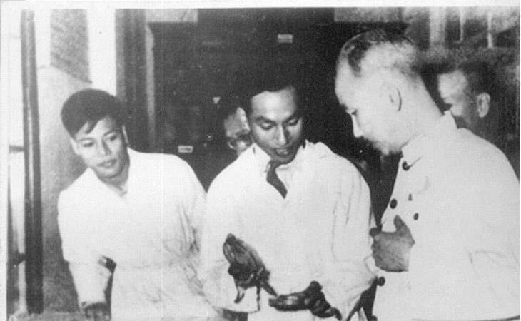 Giáo sư Hồ Đắc Di nhận được rất nhiều giải thưởng nhờ những cống hiến to lớn