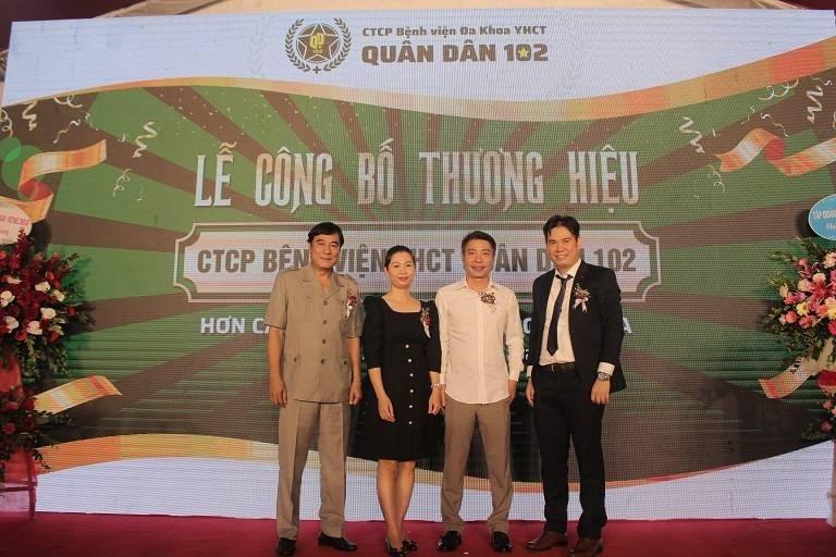 NSND Công Lý cùng NSND Mạnh Cường tham gia buổi lễ công bố thương hiệu CTCP Bệnh viện YHCT Quân dân 102