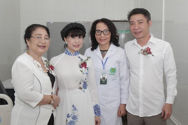 Tham gia sự kiện cùng NSND Công Lý còn có nghệ sĩ Kim Xuyến, NSUT Hồng Liên,...