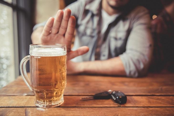 Đồ uống có cồn vừa khiến số lượng tinh trùng suy giảm, vừa gây hại đến các cơ quan khác trong cơ thể