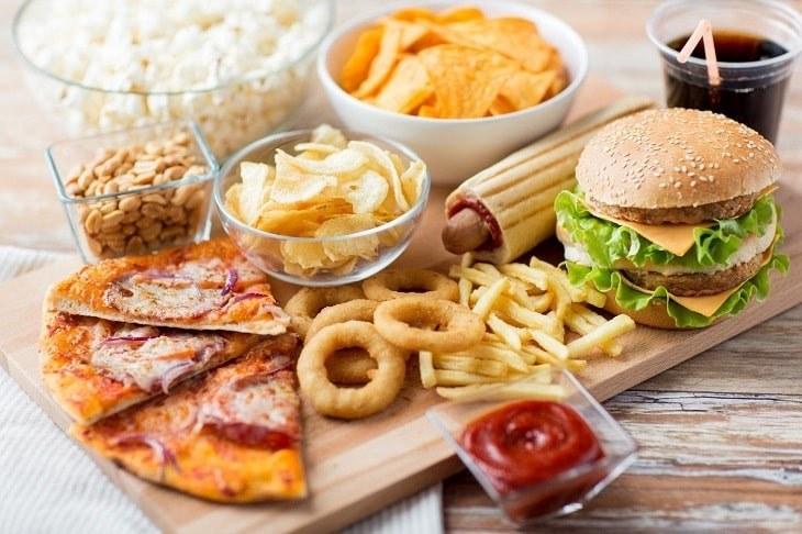 Tránh sử dụng các thực phẩm không tốt cho tinh trùng nhằm không làm tình trạng bệnh trầm trọng hơn