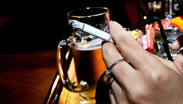 """Thuốc lá, rượu bia không tốt cho khả năng """"yêu"""" của nam giới"""