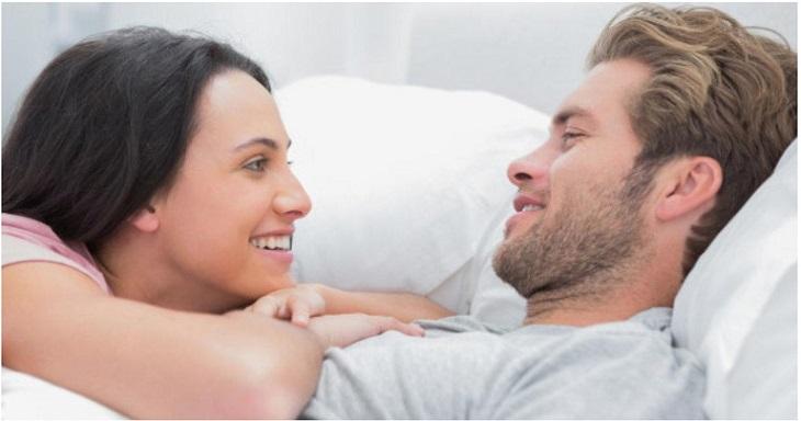 Động viên, chia sẻ giúp chồng có được tâm lý thoải mái đồng thời giúp tình cảm cặp đôi thêm bền chặt