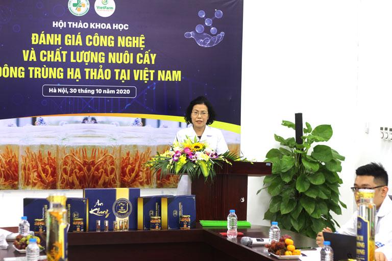 Viện trưởng TS.BS Nguyễn Thị Vân Anh chia sẻ về đề tài nghiên cứu khoa học tại buổi hội thảo