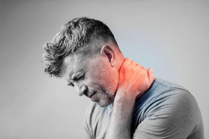 Do nằm ở sau gáy nên huyệt đạo này có tác dụng rất tốt trong điều trị đau vai gáy