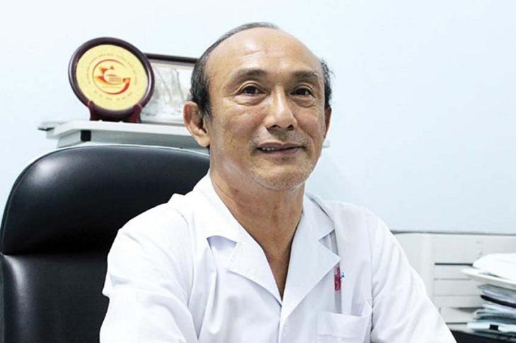 Bác sĩ Vũ Lê Chuyên sở hữu kiến thức uyên thâm, kinh nghiệm chữa bệnh dày dặn