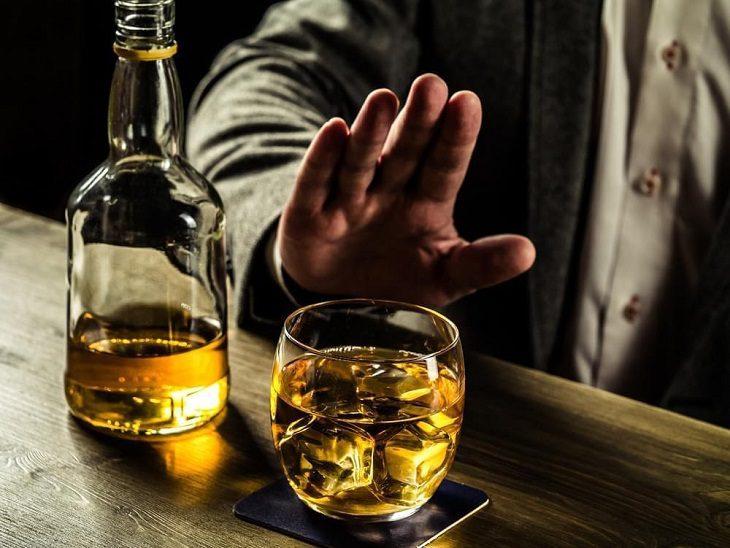 Bỏ thuốc, rượu bia là cách chữa mộng tinh tại nhà