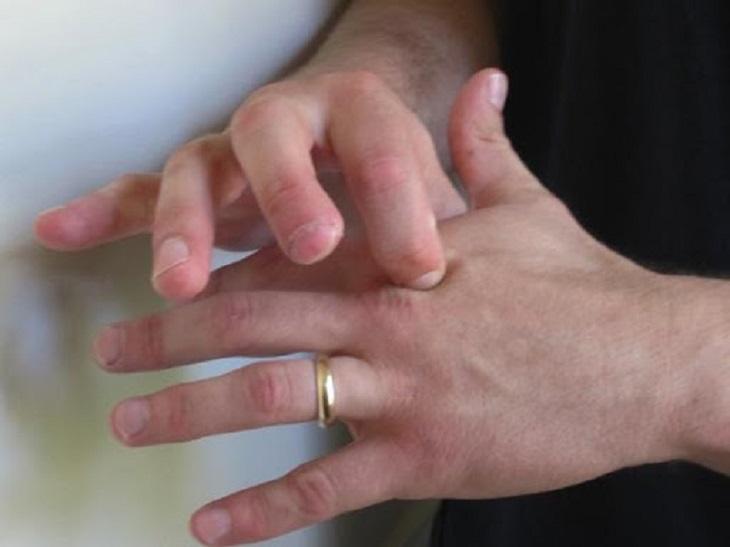 Tác động vào huyệt lạc chẩm giúp giảm đau vai gáy hiệu quả