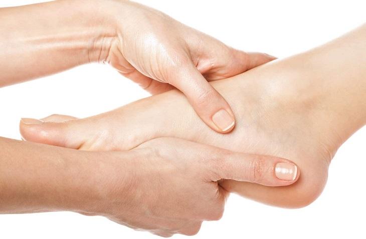 Nằm ở phần cuối chân nên huyệt Thừa Sơn có khả năng điều trị chứng đau gót chân
