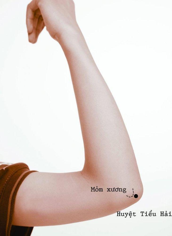 Tiểu Hải là một huyệt đạo được Đông y sử dụng trong điều trị chứng đau nhức co rút cơ tay và một số chứng bệnh thần kinh khác