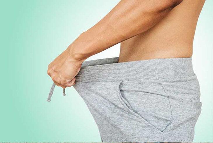Tinh dịch đọng ở đáy quần lót khi nam giới ngủ dậy