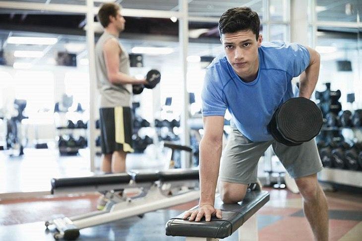 """Tập gym không những không làm yếu sinh lý mà còn giúp phái mạnh bản lĩnh hơn trong chuyện """"chăn gối"""""""