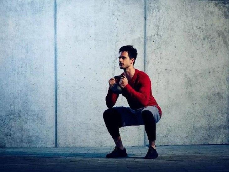 Squats là giúp nâng cao cả về sinh lý và thể chất phái mạnh