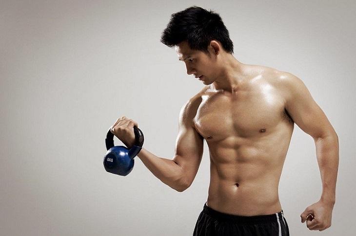 Tập tạ được xem là bài tập hoàn hảo giúp kích thích sản xuất Testosterone, tăng cường sinh lý phái mạnh