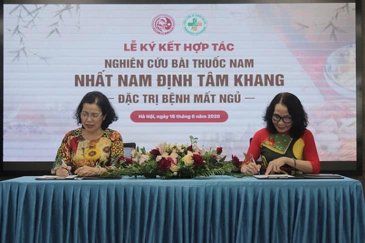 Lễ kí kết hợp tác nghiên cứu bài thuốc Nhất Nam Định Tâm Khang giữa Nhất Nam Y Viện và Viện NC & PT Y dược cổ truyền dân tộc